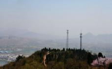 山顶的信号塔图片