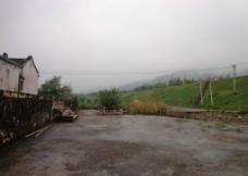 老屋边风景图片