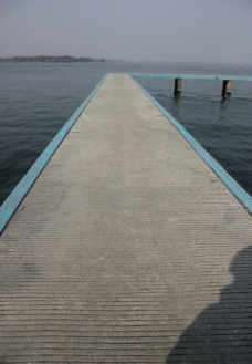 湖面小桥图片