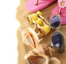 海边沙子贝壳拖鞋图片