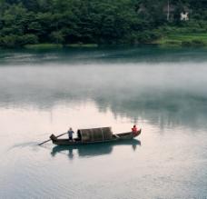 水上划船图片