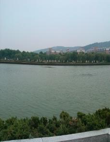 河边小宿图片