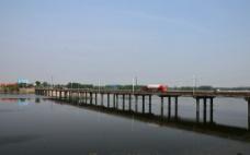 內河的橋圖片